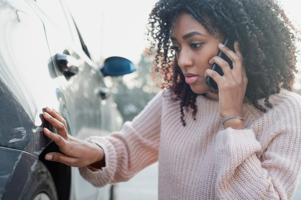 Car accident and black woman calling help
